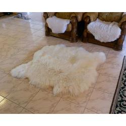 2 zošité biele kožušiny